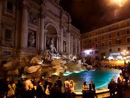 trevi-fountain-night-crowd-2